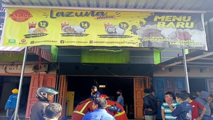 Warung Makan Lazuna Chiken Makassar Terbakar