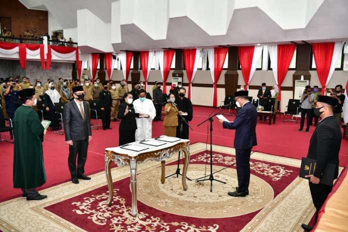 Gubernur Sulsel Lantik Fitriah Zainuddin sebagai Kadis DP3A-Dalduk KB