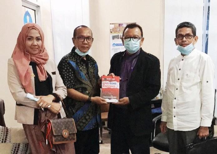 Buku Karya Anggota Koodinator Forum Dosen Diserahkan ke Rektor PTN & PTS - Kepala LLDIKTI IX