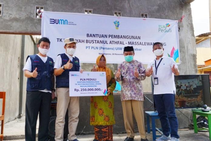 PLN Beri Bantuan TK Aisyiyah Bustanul Athfal Serta Dukung Pengembangan Wisata Puncak Lima Jari