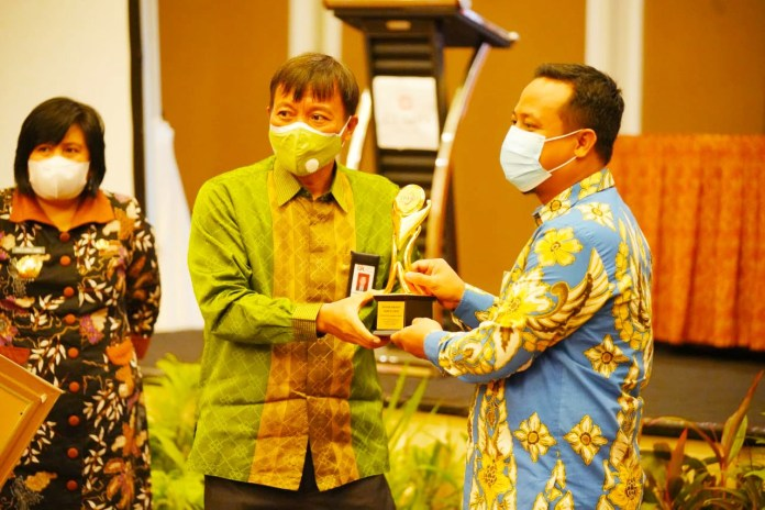 Pemprov Sulsel Terima Penghargaan TPAKD Award 2020