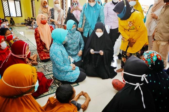 Kolaborasi TP PKK Sulsel & TP PKK Makassar Salurkan Bantuan Korban Banjir