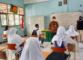 Pantau PTM-T SMAN 21 Makassar, Prof Jufri Minta Tingkatkan Pengawasan dan Evaluasi