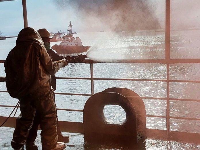 Jelang Peluncuran Isoman Apung, Pemkot Makassar Gelar Simulasi Penanggulangan Kebakaran di Kapal