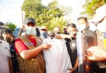Tinjau Kondisi Korban Kebakaran di Jl. Muh Tahir, Plt Gubernur Minta Warga Bersabar