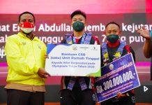 Plt Gubernur Sulsel Serahkan Bonus Uang Hingga Rumah Bagi Rahmat Erwin Abdullah, Lifter Peraih Perunggu Olimpiade Tokyo 2020