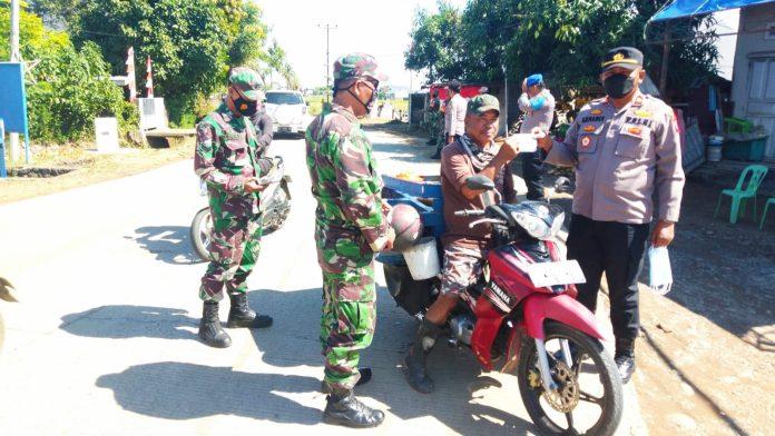 Kapolsek Barombong & Tim Gabungan Gelar Operasi Yustisi PPKM