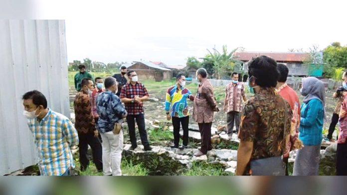 Prof Jufri Tinjau Korban Banjir dan Rapat Persiapan Kedatangan Jokowi di SMAN 13 Wajo