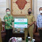 Grab Indonesia Serahkan Bantuan, Wali Kota Danny: Tingkatkan Inovasi Layanan Pelanggan