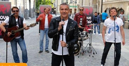 """""""Cat de departe"""", piesa formatiei Holograf, este melodia anului in topul RRA"""