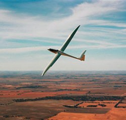 Soar in a glider on the currents, with skill and euphoria as your co-pilots