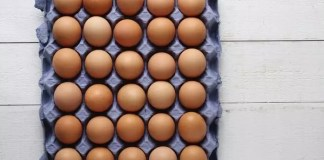 amount of vitamin D in eggs