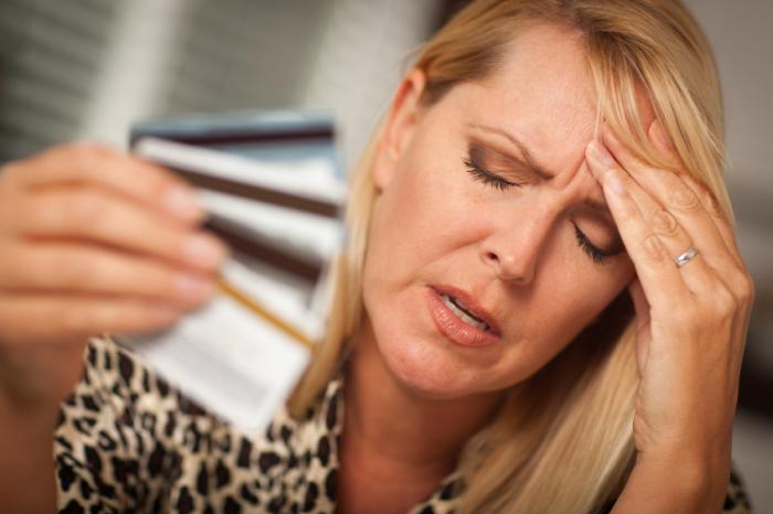 https://i2.wp.com/www.medicalnewstoday.com/content/images/articles/306/306874/a-woman-with-a-headache-holding-credit-cards.jpg