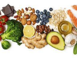 a selection of healthy foods - Wat zijn de gezondheid voordelen van chiazaden?