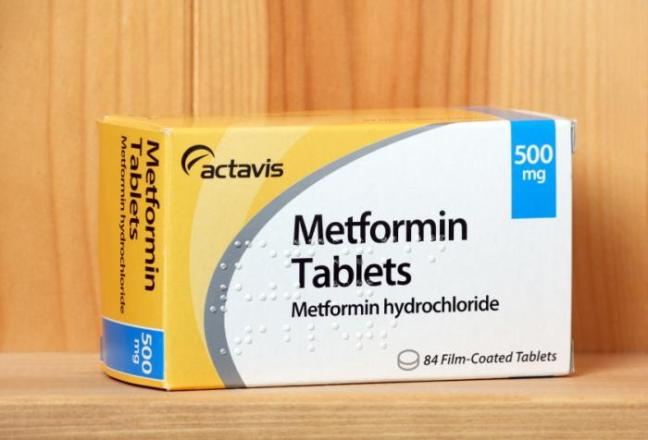 A box of metformin tablets.
