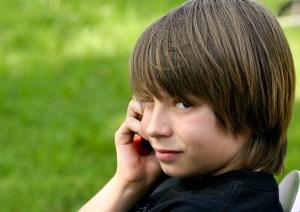 adolescent au téléphone