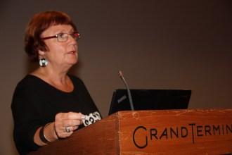 FORTEL OM BILETET: Astrid Kolbjørnsen, leiar av juryen som plukka ut vinnarbildet Vann.