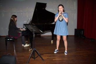 Musikalsk åpning ved Edel (klaver) og Ingrid (trompet) fra Langhaugen skole.