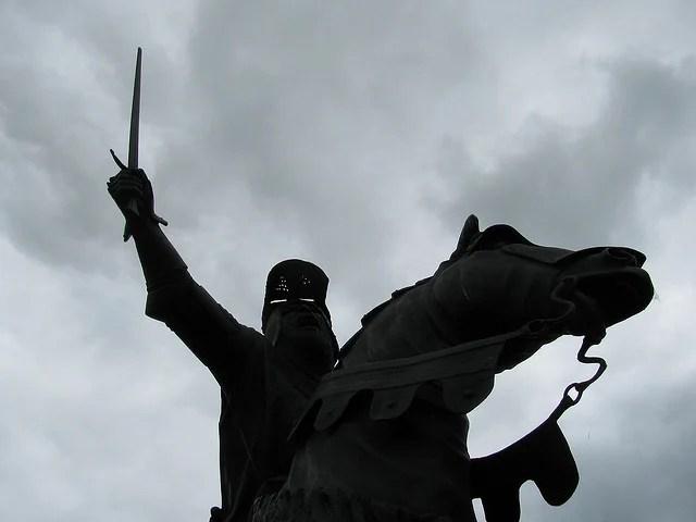Owain Glyn Dwr statue at Corwen-  photo by Lyn Dafis / Flickr