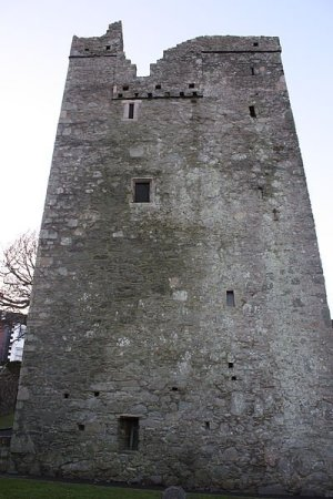 Jordan's Castle, at the junction of Quay Street and Kildare Street, Ardglass, County Down, Northern Ireland Photo by Ardfern / Wikicommons