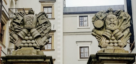 The family crest of the House of Griffin atop the castle gates. (Photo by medievalists.net)