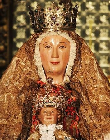 Virgin de los Reyes - a medieval robot - photo by Ubayrbd / Wikipedia Commons