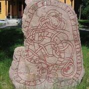 Right: Runestone U152, Hagby. Photo by Berig, C C BYSA 3.0