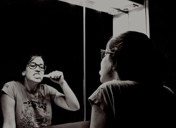 Toothbrushing - photo by Charlotte Van Bogaert / Flickr