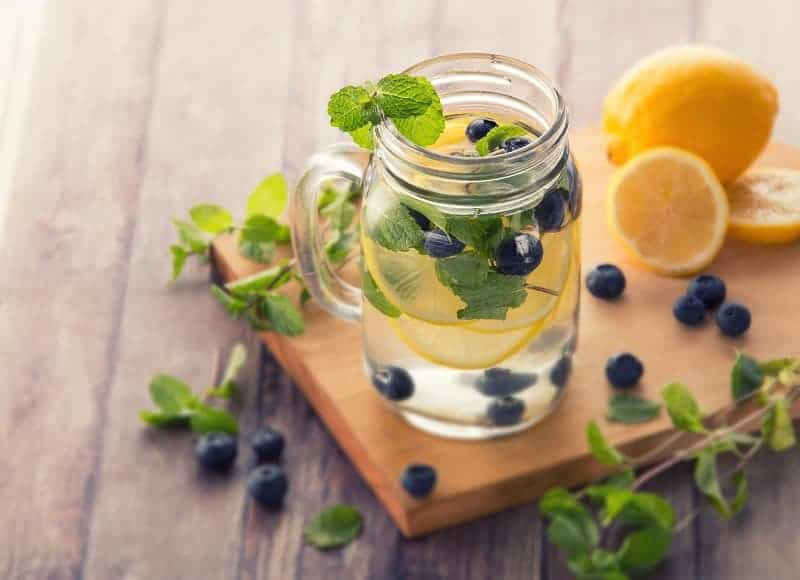 5 Beverages Nutritionists Drink When Trying to Lose Weight