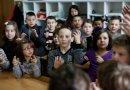Cijeli razred naučio znakovni jezik zbog gluhog prijatelja