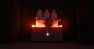 """Spomenik na fotografiji je rad Čakovčanca Luje Bezeredyja """"Oplakivanje"""", a posvećen je žrtvama NOB-e i nalazi se na čakovečkom groblju - Daniel Hampamer Kiga"""