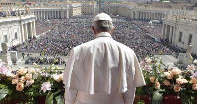 Hrvatski svećenici, gledajte i učite kako to radi Papa