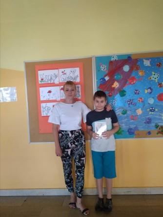 Učenik 4.c razreda, Teo Hanžeković, pod mentorstvom svoje učiteljice Vesne Mlinarić, napisao je literarni rad pod nazivom Oboji svijet.