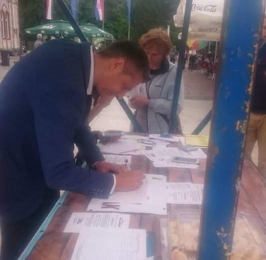 Stjepan Kovač potpisuje peticiju za izmjenu Ovršnog zakona