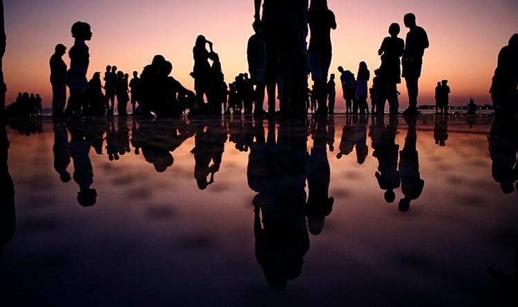 Prema novim preporukama Hrvatskog zavoda za javno zdravstvo omogućuje se organiziranje javnih događanja i okupljanja osoba na otvorenim i zatvorenim prostorima