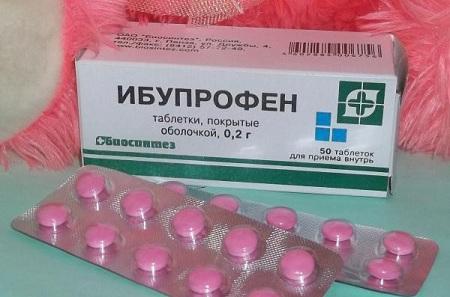 Ибупрофен применяется для снятия боли в горле