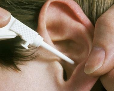 Чаще всего помогают различные ушные капли