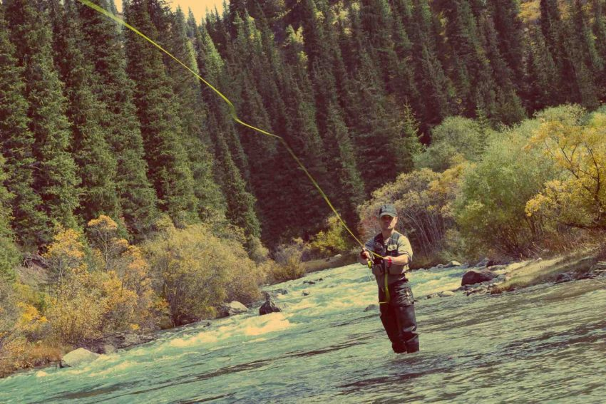 fly-fishing-in-the-bow-river-canmore-alberta