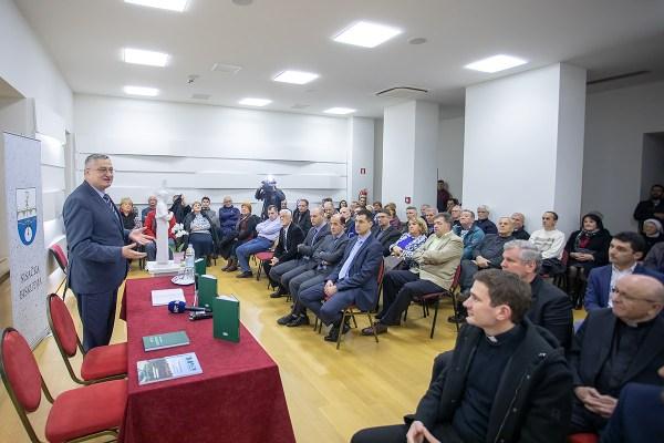 """Predavanje i prva promocija knjige """"Razumjeti islam"""" muftije Hasanovića održana u Sisku, Sisačkoj biskupiji"""