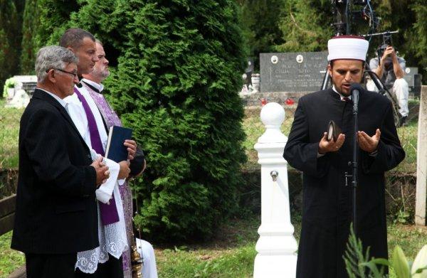 Obilježen Međunarodni dan sjećanja na romske žrtve genocida u Uštici kod Jasenovca