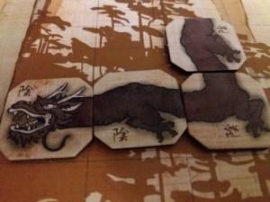 Tao Long. Detalle del dragón negro