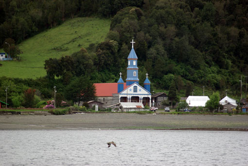 eine der zahlreichen Holzkirchen von Chiloe