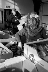 Inpakken kerstpakketten Actie Stille Armoede