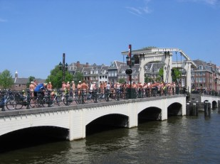 800px-WNBR_Amsterdam_2015