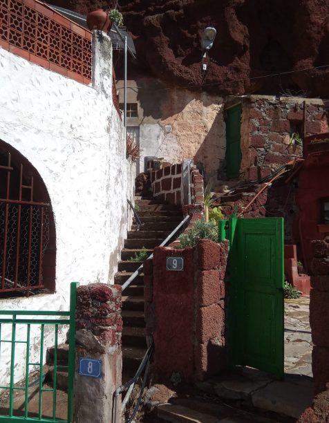 26 Daar woont met na 2000 jaar nog steeds in grotten
