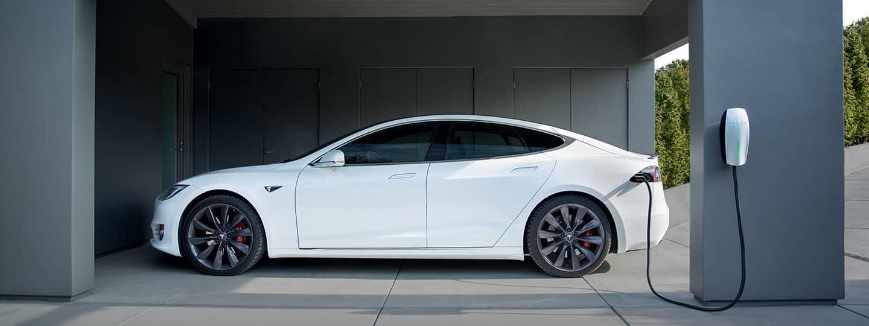 Tesla laadt op in Wijnegem