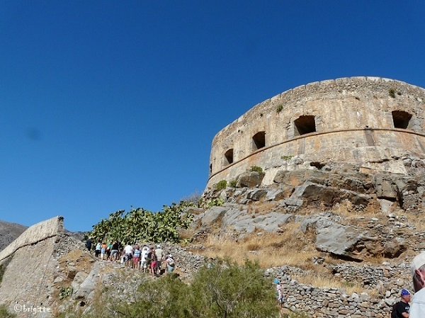 Spinalonga island - walking up to the fortress