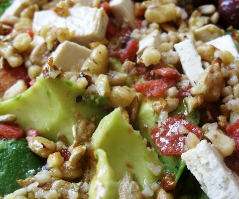 The Betty Crocker Project : Avocado & Smoked Sheese Salad with Toasted Walnut Dressing
