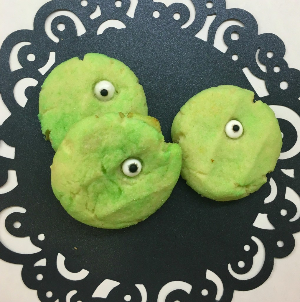 Monster Cookies - Grab some eyeball candies and make these monster treats for Halloween!
