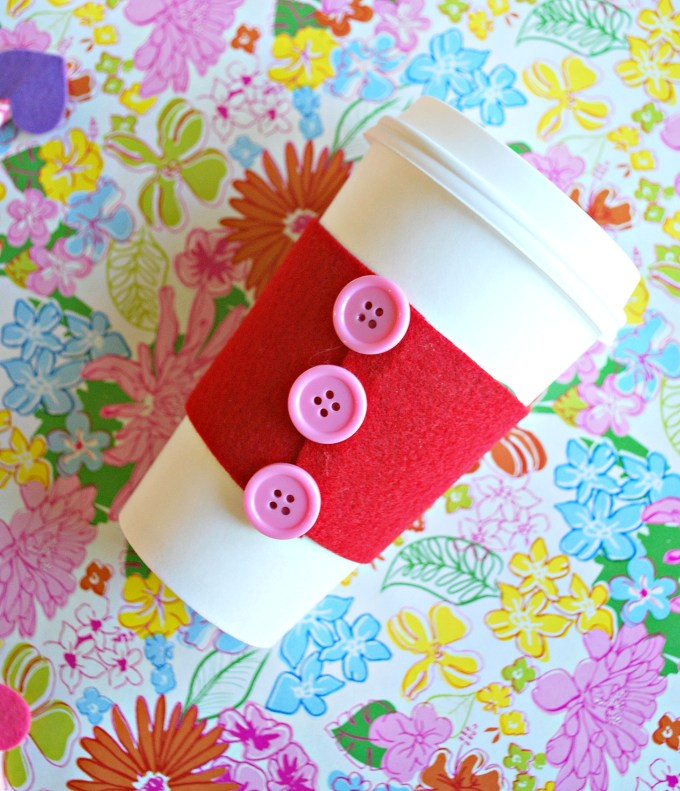 We've got a super cute no-sew coffee cozy perfect for Valentine's Day! This craft is quick and easy and makes for the perfect teacher gift or just for a treat for a friend.
